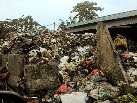 10088 medium sampah di tps pasar minggu dikeluhkan