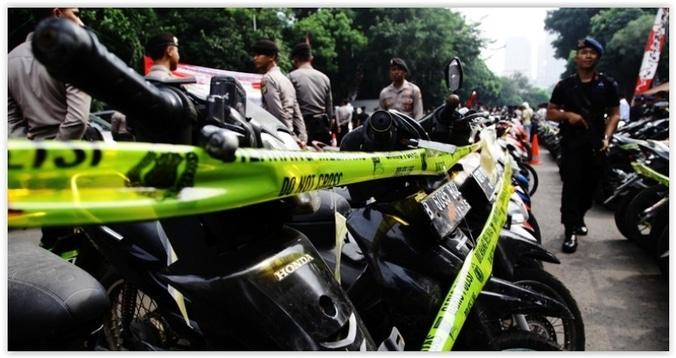 10176 medium mengaku polisi  4 perampok rampas motor di daan mogot