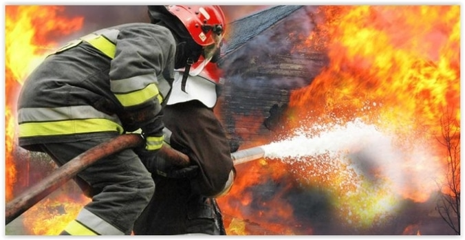 10205 medium permukiman di cengkareng jakbar terbakar  18 unit damkar dikerahkan