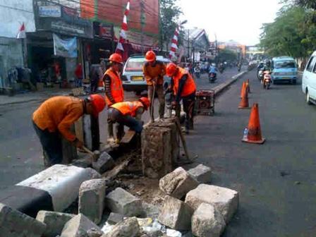 1050 medium pembangunan trotoar di kedoya selatan belum tuntas