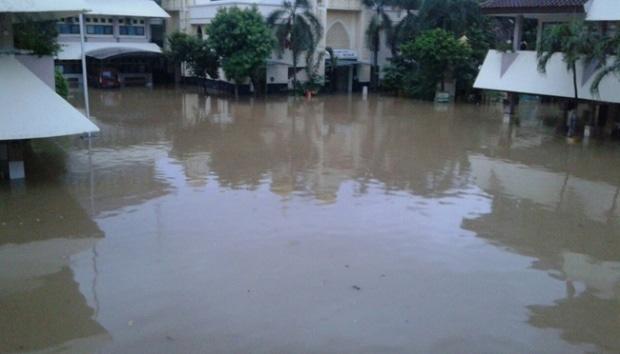 10538 medium sman 8 banjir  dinas tata air ungkap penyebab utamanya