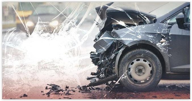 10615 medium sebuah minibus mengalami kecelakaan di km 23 tol tanjung priok