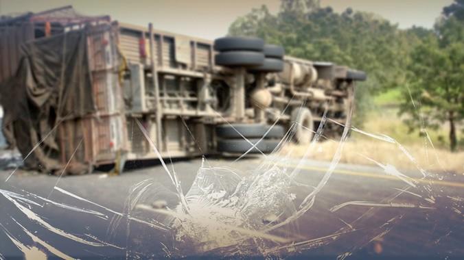 10616 medium ada truk kontainer terbalik di km 21 tol karawaci arah tangerang