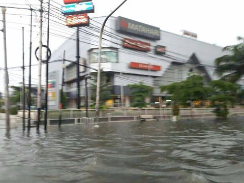 10667 medium banjir di arion plaza