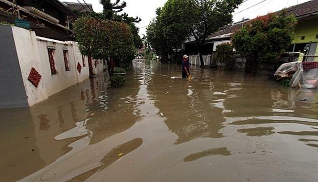 10680 medium banjir bekasi semakin meluas  mobil tenggelam
