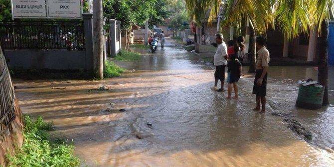 10850 medium sungai cisadane meluap desa tanjung burung tangerang kebanjiran
