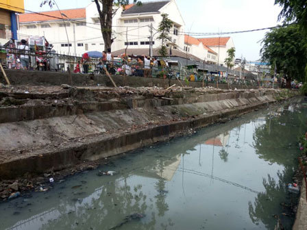 11127 medium turap saluran phb kalibaru timur akan diperbaiki