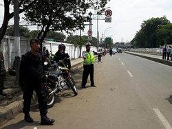 1138 small petugas diminta siaga di depan stasiun jatinegara