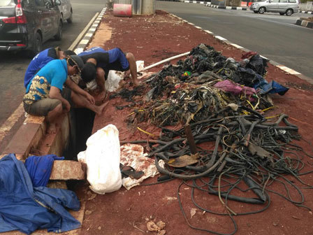 11423 medium sampah kulit kabel ditemukan di gorong gorong jl trunojoyo