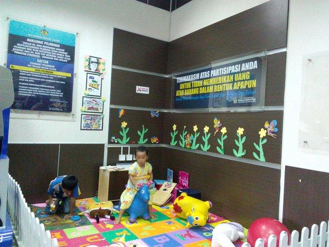 12063 medium 7. tempat bermain anak di kantor pajak