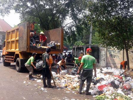 1254 medium 203 ton sampah di jakut tidak terangkut