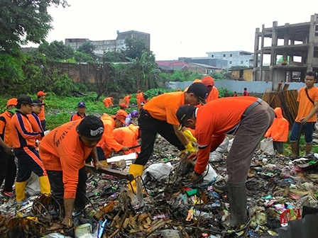 1284 medium penanganan sampah di rusun jatinegara kaum butuh alat berat