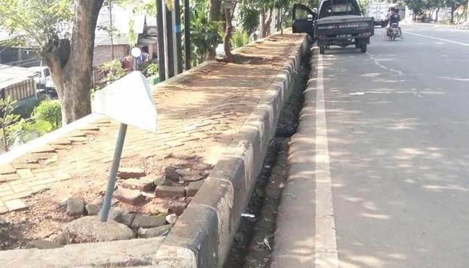 13070 medium trotoar bekasi