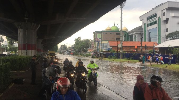 13569 medium banjir di di panjaitan