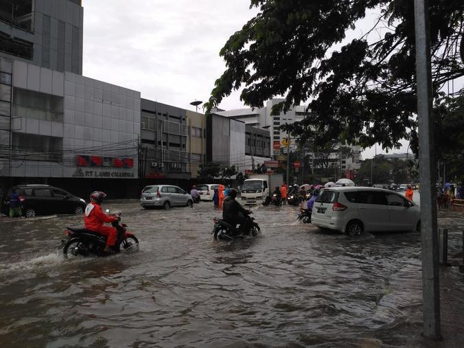 13703 medium banjir di gunung sahari