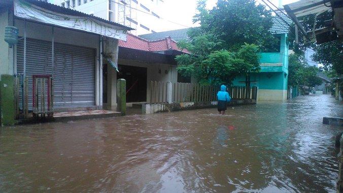 13705 medium banjir di jln. wijaya timur kebayoran baru