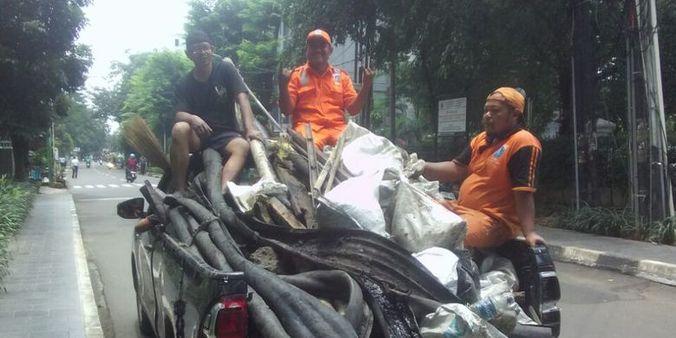 13756 medium sepekan ditemukan  belum ada kejelasan pemilik kulit kabel di gorong gorong