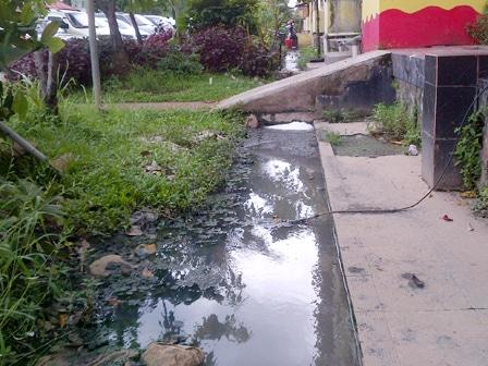1487 medium warga rusun tipar keluhkan saluran air tersumbat