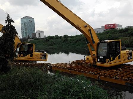 1613 medium monitor satu alat berat di waduk ria rio hilang