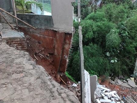 1664 medium longsor pagar perumahan bukit laguna bukan pertama kali