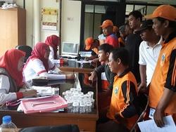 1666 small petugas ppsu dan phl kelurahan marunda dites urine