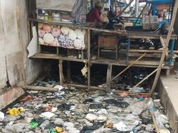 1700 small saluran air jl raya muara baru penuh sampah