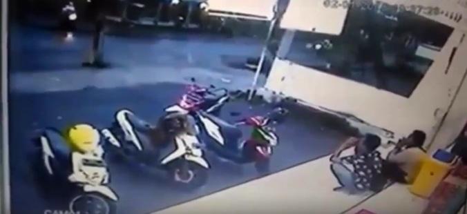 20011 medium pencurian motor depan indomaret terekam cctv