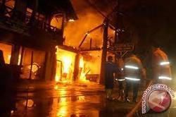 2076 small kebakaran pondok bambu
