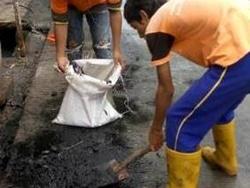 2089 small 150 karung lumpur diangkut dari saluran jl cemara