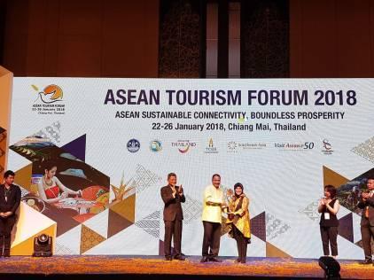 21041 medium garuda indonesia raih penghargaan asean tourism awards %28aseanta%29 2018 kategori best asean airlines program