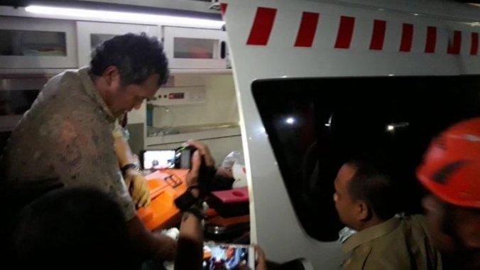 21261 medium 20180206 evakuasi korban longsor underpass kereta bandara1 20180206 065813
