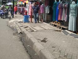 2146 small trotoar tanah abang mulai bersih dari pkl