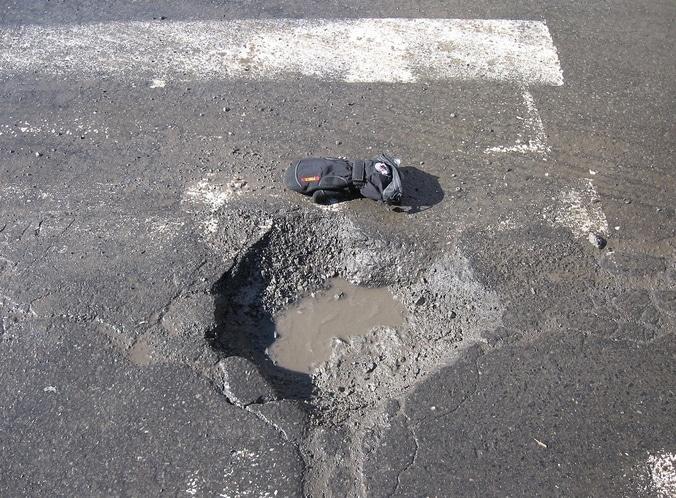 22415 medium jalan arteri di bekasi rusak