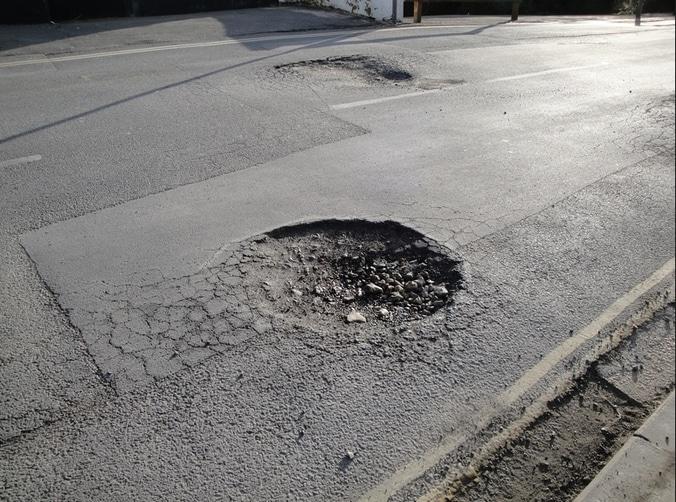22463 medium jalan pulau damar  lampung rusak parah