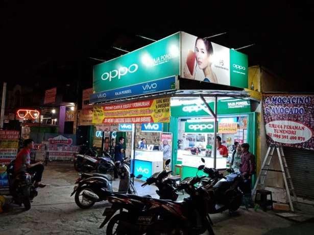 22515 medium staff toko untuk gerai ponsel di area kembangan jakarta barat