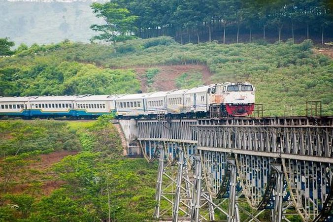 22530 medium 18132753. argo parahyangan kereta yang siap mengantarkan masyarakat yang ingin bepergian dari bandung ke jakarta dan sebaliknya . 780x390
