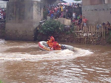 2257 medium korban tenggelam di kali pesanggrahan belum ditemukan