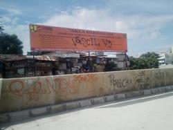 2262 small dinding parapet ciliwung jadi korban vandalisme