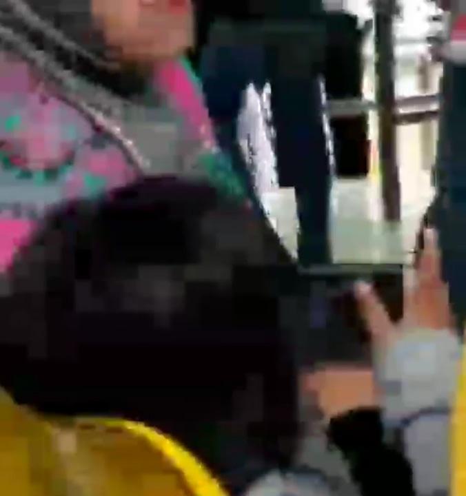 22757 medium viral! bocah asyik nonton video dewasa di tempat umum