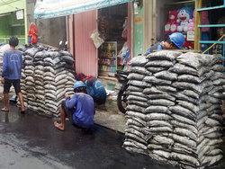 23434 small 2.500 karung lumpur diangkat dari saluran air jalan cempaka sari v