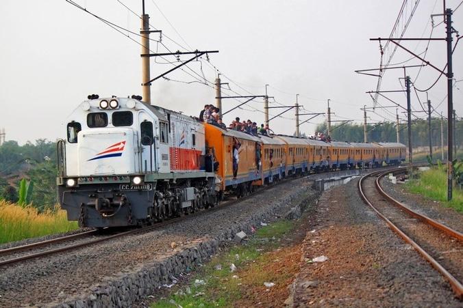 23560 medium pt kai diskon 15 persen bagi penumpang rombongan