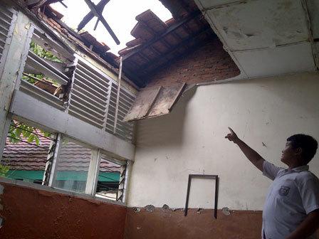 2380 medium pembangunan gedung sekolah harus perhatikan mutu