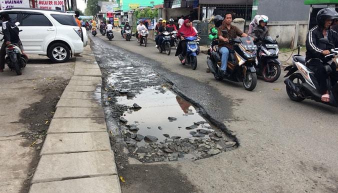 23900 medium jalan pondok kacang raya rusak
