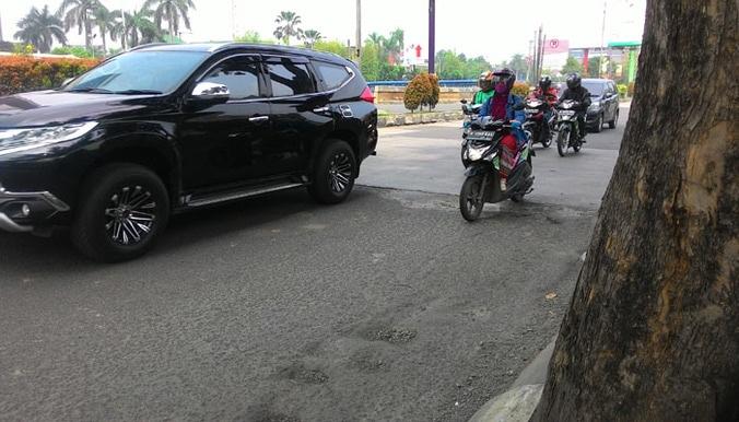 24147 medium kondisi jalan rusak di jalan kh. noer ali  kalimalang