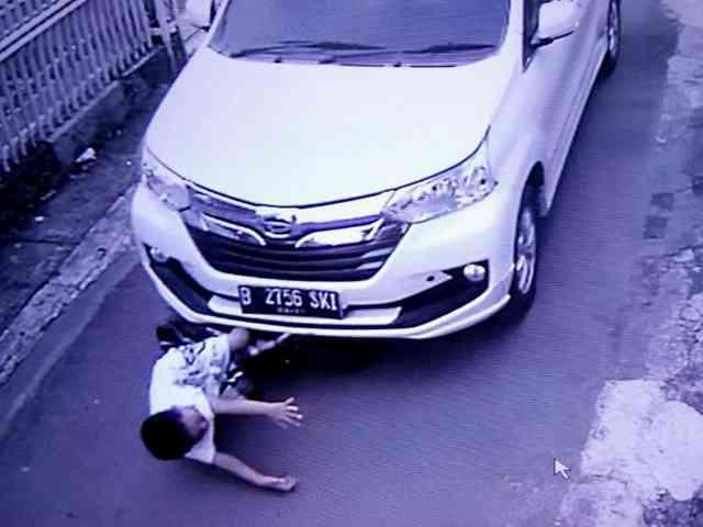24553 medium video viral mobil tabrak bocah saat bersepeda di sukoharjo