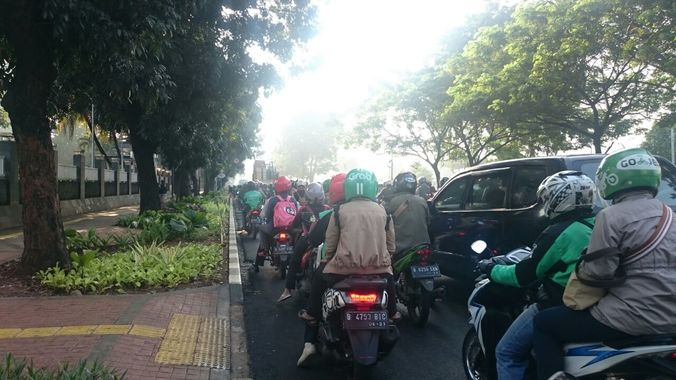 24788 medium lalu lintas depan tvri ri