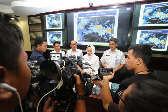 24822 medium siklon tropis flamboyan bergerak jauhi wilayah indonesia