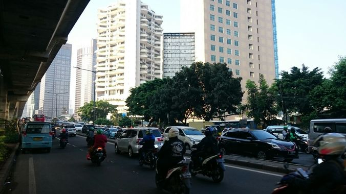 24910 medium lalu lintas depan city walk