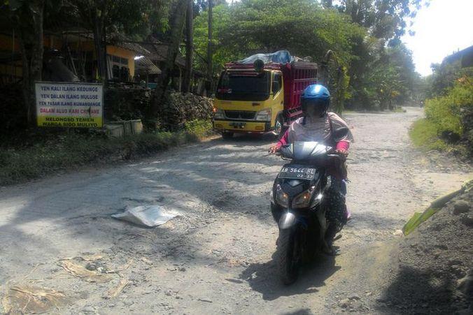25014 medium jalan rusak hingga 5 km di kulon progo