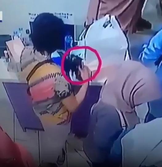 25204 medium video wanita berbaju batik curi ponsel di toko sepatu depok